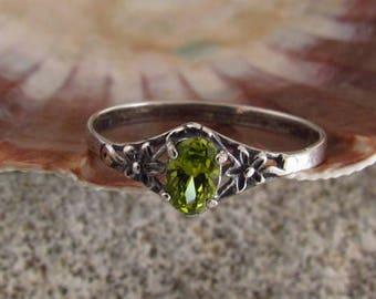 Dainty Ring. Peridot Ring.Tiny Silver Ring. Oxydized Silver Ring.Dainty Jewelry-Minimalist Jewelry