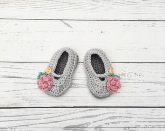 crochet baby girl shoes, grey pink shoes newborn, crochet infant shoes, christening shoes, soft sole shoes