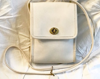Authentic Vintage COACH~Rich Leather~Crossbody Compact Size~Thick Cream Leather