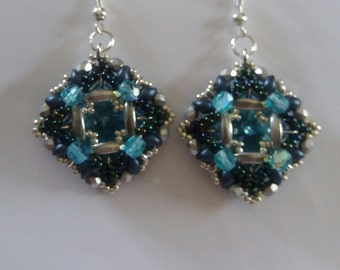 PDF tutorial, small earrings, crescent beads, superduo earrings, step by step, superduo pattern