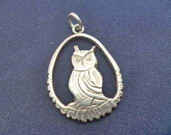 A unique silver owl pendant - 925 - sterling silver - Full UK Hallmark - 1.25""