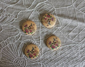 wooden flowers with pretty flowers, 4 buttons