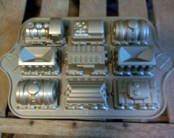 Awesome Nordic Ware Train Cake Pan makes 9 train cars including Engine