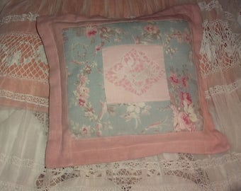 Pillow shabby, cherubs, embroidery and fabric samples