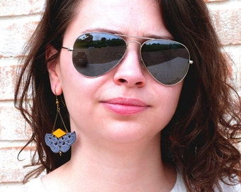 "Boucles d'oreille gris / cuir jaune AEMULA - Eventail Cuir Crochet - Bijoux Boho hippie Mariage /Quotidien - Collection ""Gypsy Chic"""