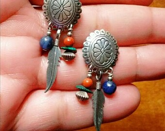Vintage Sterling Silver Boho Chic Southwestern Style Concho Disk Feather/Beaded Dangle Pierced Earrings