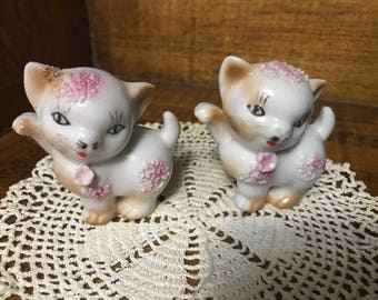 Vintage lot of 2 white kittens with pink flowers. Japan