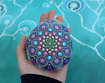 Colorful painted Mandala stone dreamer point Art painting colorful bloom gift decoration dream Meditation
