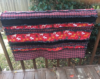 Rag quilt with dogs and tarton plaid in red and black flannel and cotton fabrics Shipping is included in the price.