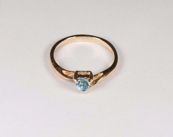14K Yellow Gold Heart Shaped Blue Topaz Ring, 2 grams, size 6.25