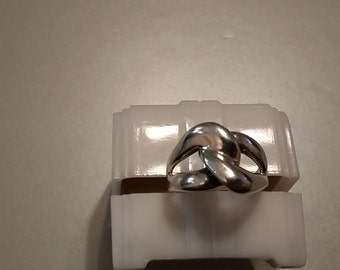 R 108 sterling silver interlocking loops approximate size 6 1/4