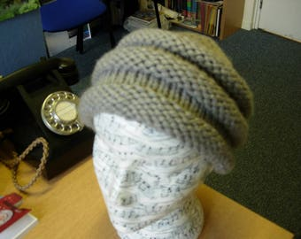 Knitted hat with ridges