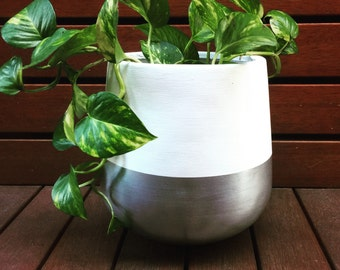 Hand Painted Lightweight Indoor Plant Pot White And Silver