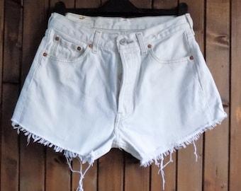 Womens levi 501 cream shorts cut off frayed short levi 501s waist size 28/29 inches