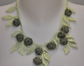 Green crochet cotton and wool collar