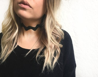 Black wave choker necklace