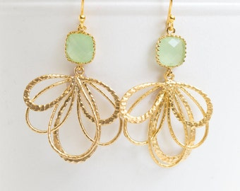 Mint Green Earrings in Gold. Mint Green Dangle Earrings. Mint Green Wedding. Jewelry Bridesmaid Gift. Mother's Day Gift. Gift for Her