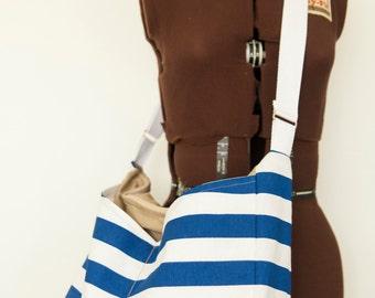 White & Navy Stripped Cross-body bag w. pockets, zipper closure // Diaper Bag // Travel Bag // Beach Bag // Overnight Bag // Gift for women
