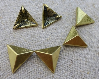 free shipping in UK - pack of 10  - Antique Gold Pendant or Connector, Triangle Link