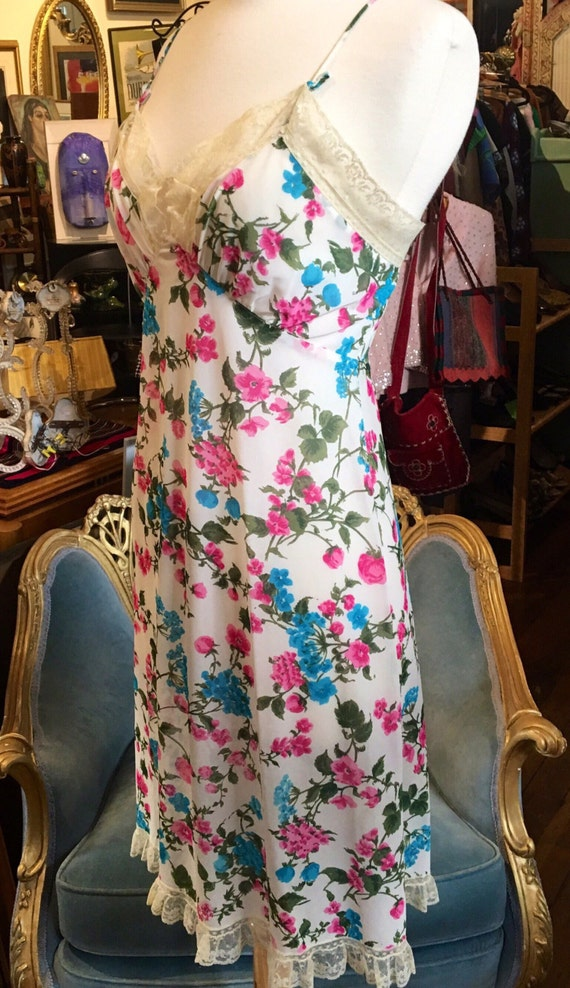 Vintage 1960s Saks Fifth Avenue Floral Slip Size Small