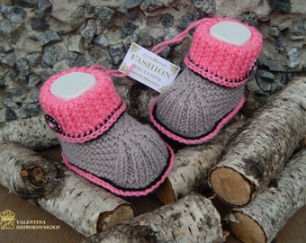 Knitted baby booties.Handmade baby booties