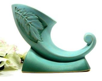 Mid Century Roseville Pottery Silhouette Cornucopia Vase #722 Turquoise Green Leaves