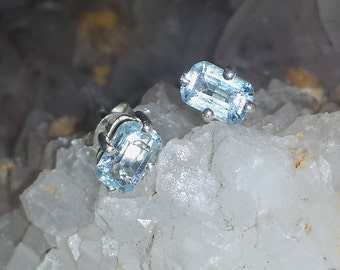 Vintage Blue Topaz Sterling Silver Post Earrings / Vintage Frozen Icy Blue Topaz Pierced Studs Estate Earrings / Free Shipping