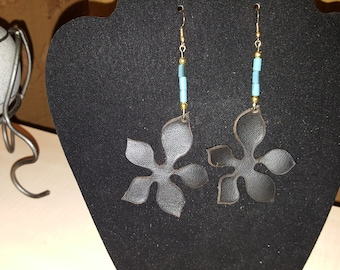 Modern 100% Genuine Leather Flower Design w/ Turquoise Beading- (Black)