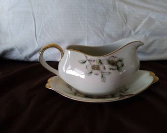Meito Norleans Gravy Boat with  Liner Dogwood Pattern