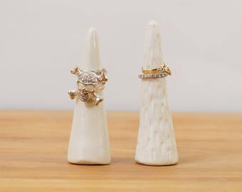 Weiße Keramik-Ring-Kegel-Keramik-Ring-Halter ~ moderne Schmuck Display Ring Display Keramikring Baum Verlobungsring Halter Schmuck-Display