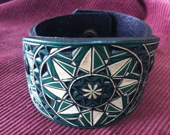 Geometrical green hand carved leather bracelet  - tooled leather jewelry - handmade leather cuff