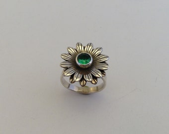 sterling silver daisy ring with faceted emerald