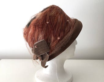 1930s feather hat/Vintage 1920s hat/20s 30s flapper hat women/downton abbey evening day small brim brown velvet bucket hat/veil bow mesh net