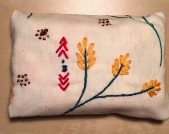 Hand-embroidered tissue pack holder