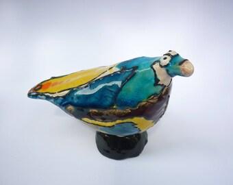 drôle d'oiseau bleu et jaune, céramique ,cadeau rigolo,cadeau fun, oiseau en céramique, oiseau drôle,cadeau sympathique, cadeau de départ