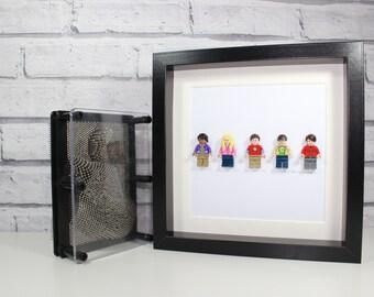 BIG BANG THEORY - Awesome Framed Lego minifigure - Sheldon, Howard, Raj, Leonard and Penny