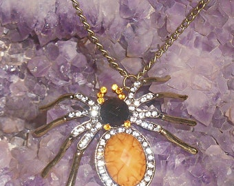 Spider pendant chain necklace