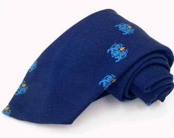Vintage 1970s Wide Blue Polyester Tie with Gold Crest Club Pattern by Prince Consort