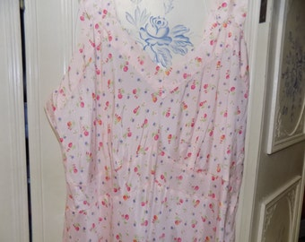 1950 Vintage Pink Flowered Nightgown, Bust 40