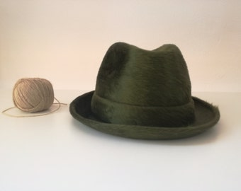 Gift for artists. Bantam Hat. Cappellificio Cervo. 1970s. Green. 56 cm. Antique hat. Oneof a kind