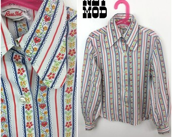 JUNIOR SIZE - Perfect 70s White, Blue, Red Bavarian Style Cotton Blouse with Dog Ear Collar