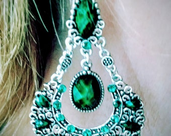 Emerald Bohemian Dangle Earrings. Woman's Jewelry. Woman's Earrings. Boho Jewelry. Wedding Jewelry. Emerald Earrings. Bohemian