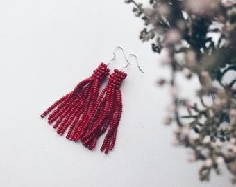 Beaded tassel earrings - red.