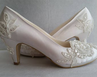 Wedding shoes, IVORY Bridal shoes, Bridesmaid shoes, Bride shoes, Handmade shoes, GUIPURE lace wedding shoes , Choose heel height