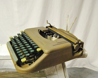 Working Typewriter - 1950 Smith Corona Skyriter Portable Manual - Small Metal Lightweight Green Tan - With Case and Ink Ribbon