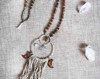 Long fringe necklace with tibetian skulls and quartz crystal. Shaman