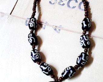 Vintage Jewellery, vintage Necklace, vintage pendant, black white necklace, tribal necklace, tribal pendant, hand painted, ethnic jewellery