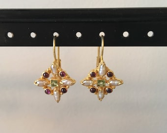 Peridot, garnet and pearl earring