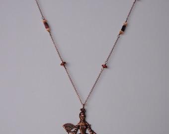 NECKLACE - Collier long - Sautoir pendentif Marie-Antoinette cuivré et perles de verre