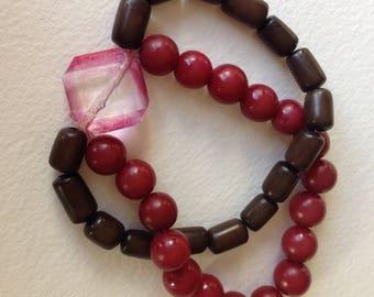 Bracelet - pretty red and black beaded bracelet